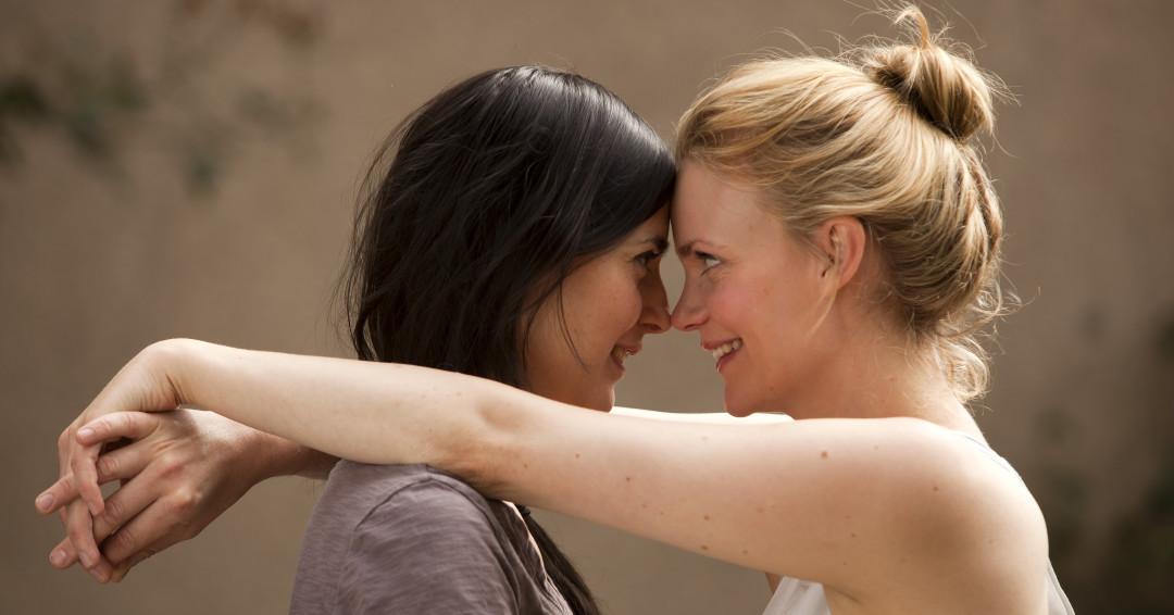 фото поцелуев двух девушек